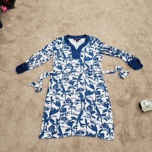 Tropical print vneck buttoned 3/4 sleeve shift